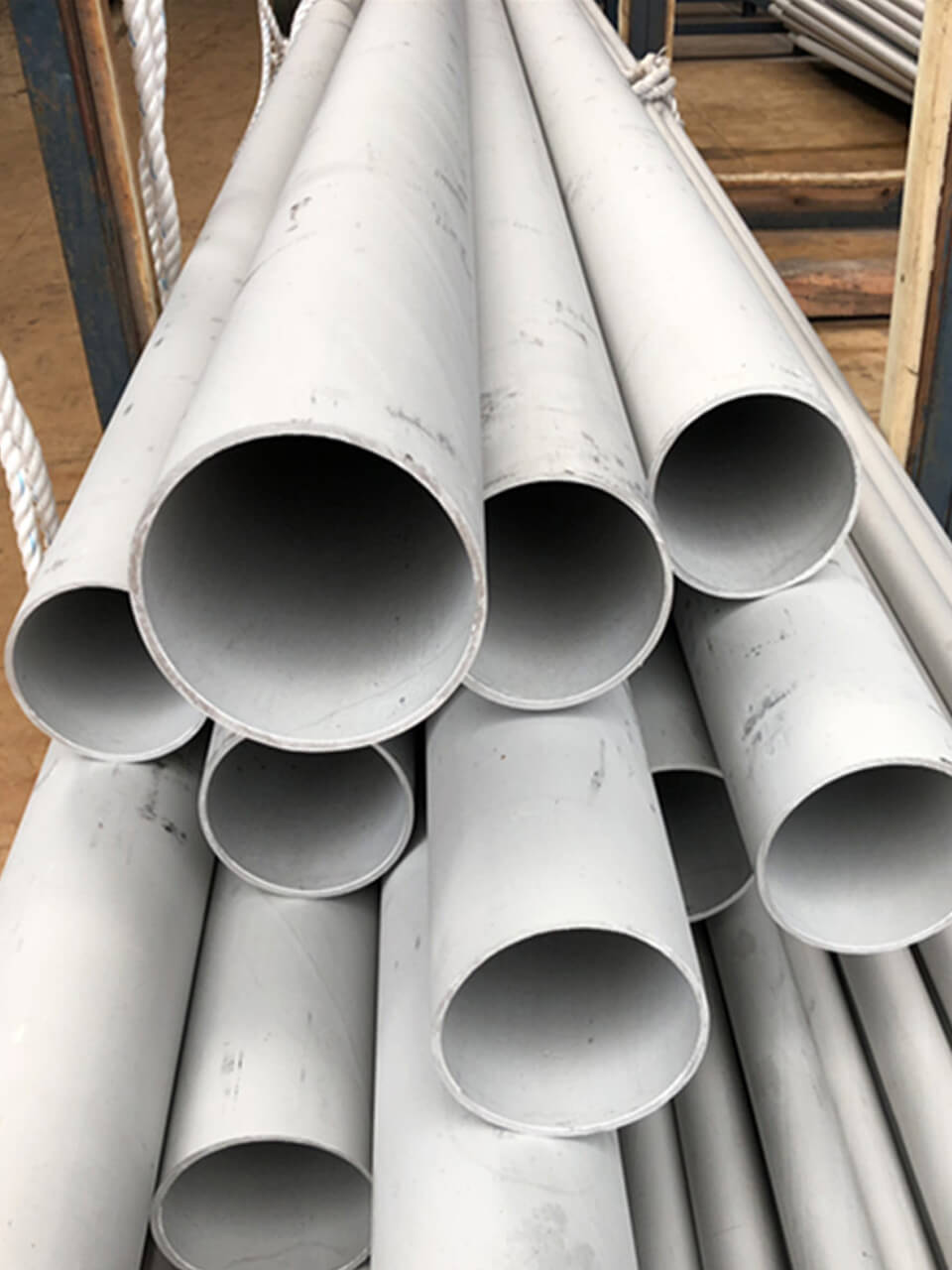 Stainless Steel 304 / 304L Pipes & Tubes